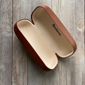 ILLESTEVA leather glasses case
